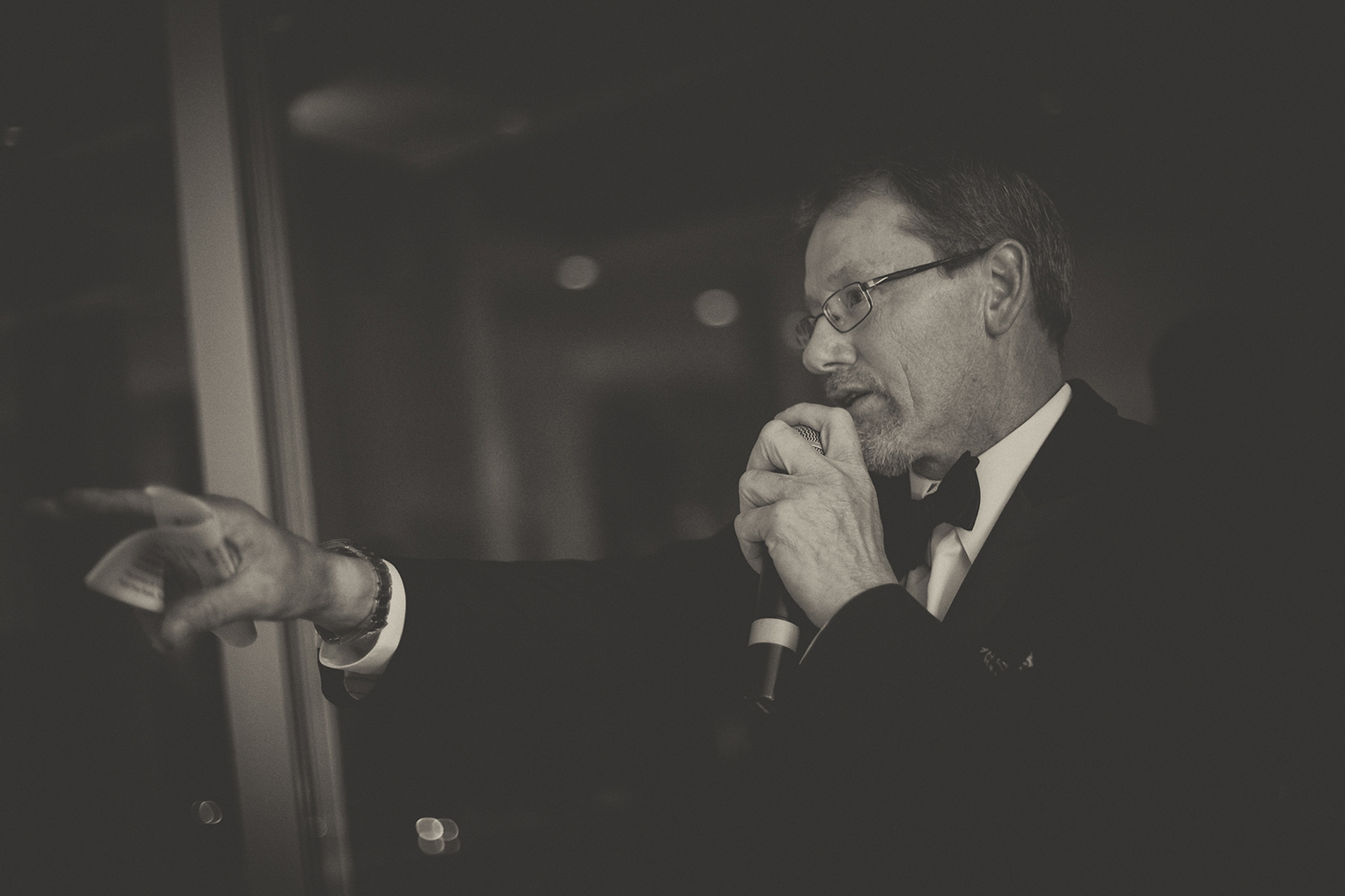 auctioneer pointing